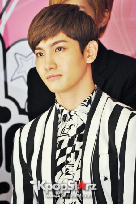 19399-tvxq-smtown-artists-dazzle-in-live-world-tour-3-press-conference_convert_20121130050225.jpg