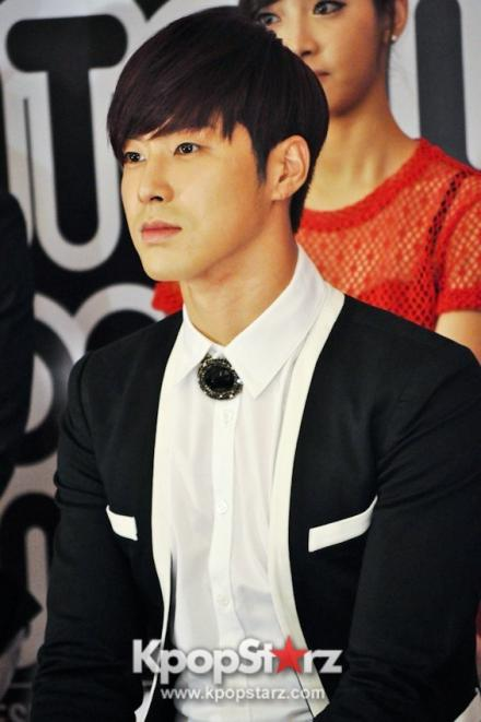 19400-tvxq-smtown-artists-dazzle-in-live-world-tour-3-press-conference_convert_20121130050242.jpg