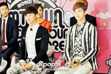 19404-tvxq-smtown-artists-dazzle-in-live-world-tour-3-press-conference_convert_20121130050258.jpg