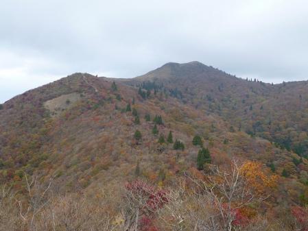 02御殿山から見る山頂-秋
