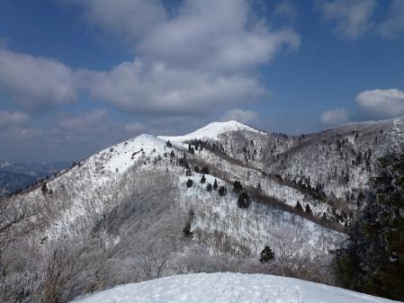 03御殿山から見る山頂-冬