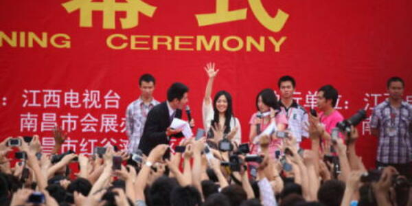 中国の新浪微博、うわさ禁止の新規定 ネットの言論統制強める