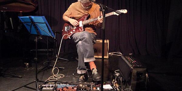 音楽プロデューサー佐久間氏 「AKB商法を批判してる奴は馬鹿。CDは包装の一部に過ぎない、捨てるも自由」