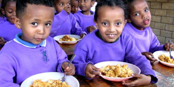 【韓国】『世界の給食集』~「ウリナラの給食が何故これなの?」