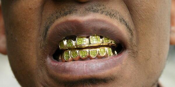 今や年収300万以下も珍しくない? コンビニより多い歯医者が悲鳴。歯科医師=貧乏人