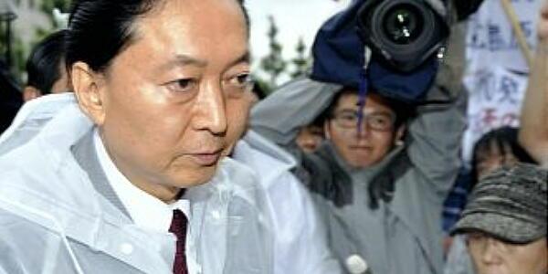 鳩山元首相が官邸前の脱原発行動に参加