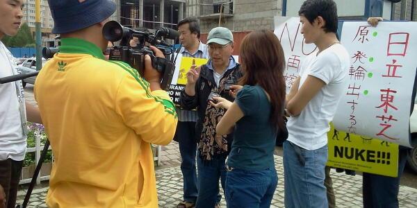 【日蒙】駐モンゴル日本大使館前で「核廃棄物をモンゴルに持ち込むな」デモ、川崎在住の崔さんら