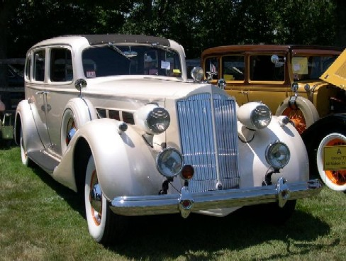 5795px-1937_Packard_Super_Eight.jpg