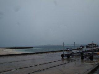 20120910雨の来間ビーチ