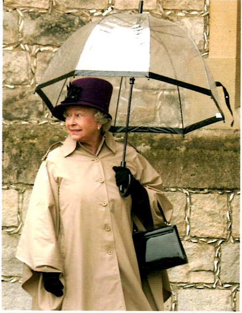 HM-The-Queen-carrying-a-Fulton-Birdcage-Umbrella_20120619161040.jpg