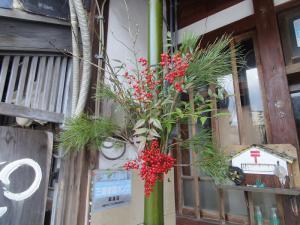 2012年12月29日AM 一本竹門松材の飾り付け