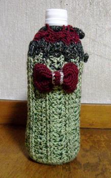 ペットボトルホルダー 若草色とグリーンのラメ(引き糸) ラメ混合の黒 ボルドー のぼり藤 A-1