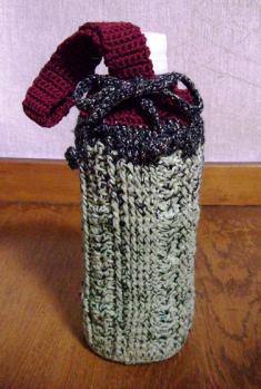 ペットボトルホルダー 若草色とグリーンのラメ(引き糸) ラメ混合の黒 ボルドー のぼり藤 A-2