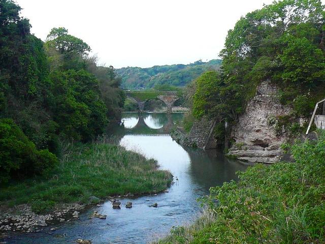 川面に写る石橋