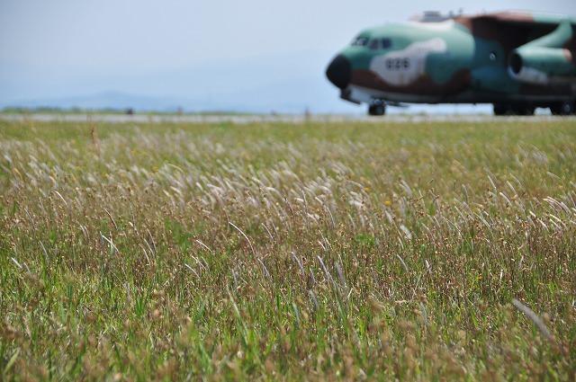 空挺降下のため出発するC-1