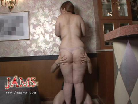 重厚尻を支えるのは柔らかく厚みのある股!超太腿キャッツ!ここ[MDV-02]女肉の巣窟!夜行性巨尻
