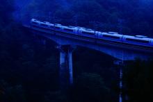 鉄道写真にチャレンジ!-幻想的な特急スーパーあずさ