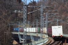 鉄道写真にチャレンジ!-EH200 コンテナ 2083レ