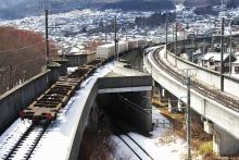 鉄道写真にチャレンジ!-中央本線 2083レ EH200-1 + コキ