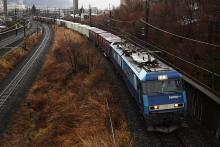 鉄道写真にチャレンジ!-中央本線 2082レ EH200-4 + コキ⑫