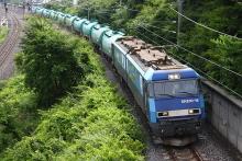 鉄道写真にチャレンジ!-中央本線 臨貨8465レ? EH200-16 + タキ10B