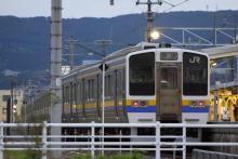 鉄道写真にチャレンジ!-2012.06.13 配給輸送 211系マリ(10B)
