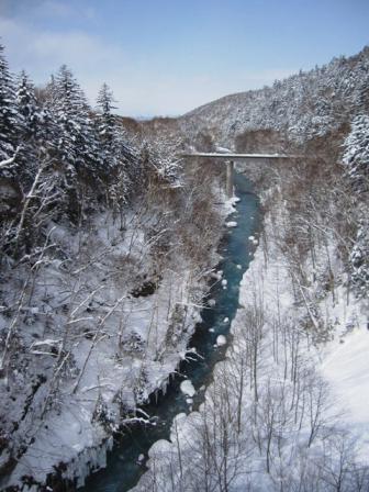 ↑白ひげの滝&←ブルーリバー