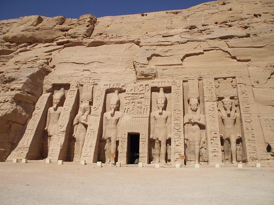 エジプト旅行:アブシンベル小神殿 正面