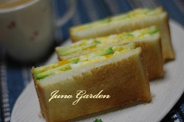 卵とアボカドトーストサンド1218