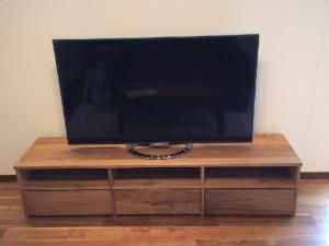 ウォールナットのテレビボード(正面)