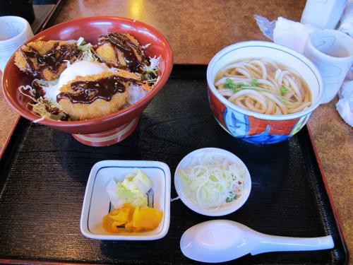 温玉味噌カツ丼