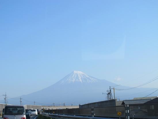 由比蒲原辺りから富士山