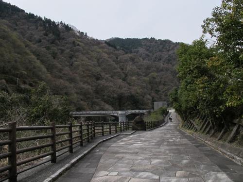 石小屋ダム付近