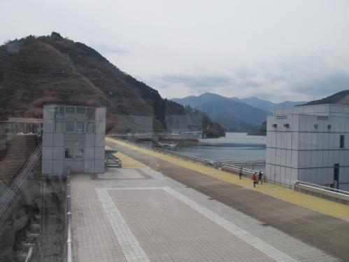 宮ヶ瀬ダム 丹沢の山々