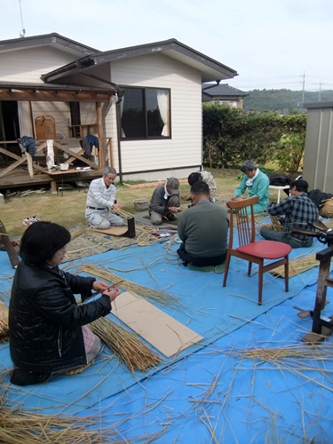 2012.11.29 わらの加工研修 065 (12)