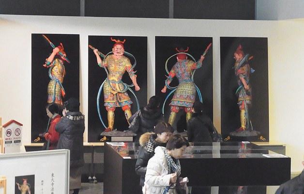 東大寺ミュージアムでの復元画像写真展示風景