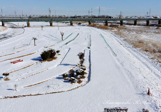 積雪の河原