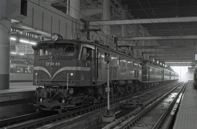 EF5889_12系集約臨_上野