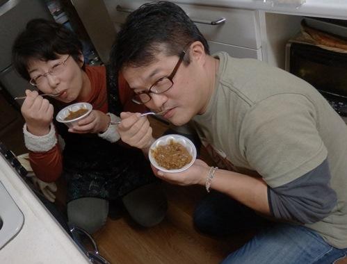 20131207-31盗み食い中の二人
