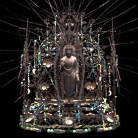 鍍金銀製に水晶・瑪瑙・琥珀・瑠璃を散りばめた天平一の豪華な冠です