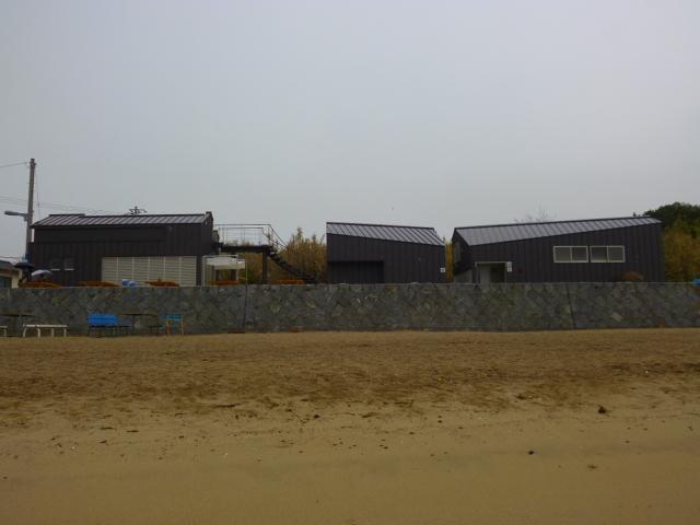 左から家・山・舟