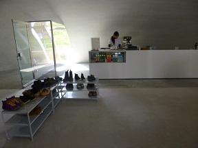 ミュージアムショップにはカフェも併設されています