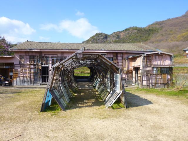 ほんとうにトンネルの形をしています