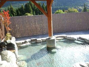 紅葉シーズン大自然を満喫入浴