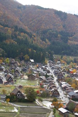 秋の紅葉 白川郷~全景