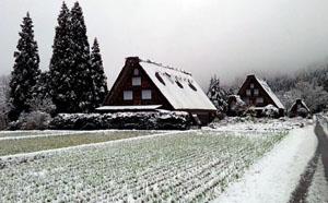 白川郷へお越しのお客様・・・これからは冬装備のお車で安全運転でお願い致します。