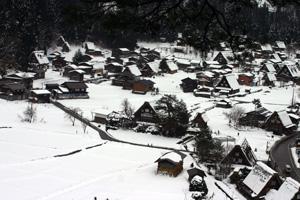 年末年始 12月26日(水)~1月6日(日)世界遺産白川郷合掌集落で。。
