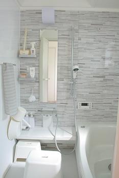 バスルームって・・・まあお風呂です・笑我が家のお風呂はこんな感じで、色は明るいグレーを選びました。