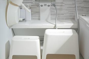 ポリプロピレン風呂いすは大と小を愛用してます。  うっすら汚れたなあ~と思ったら洗剤をシュシュっとしばらく放置して、激落ち君でこするとあっという間に元の白に ...