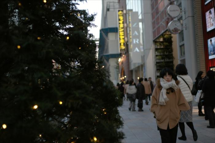 winter_ginza_walking_lady